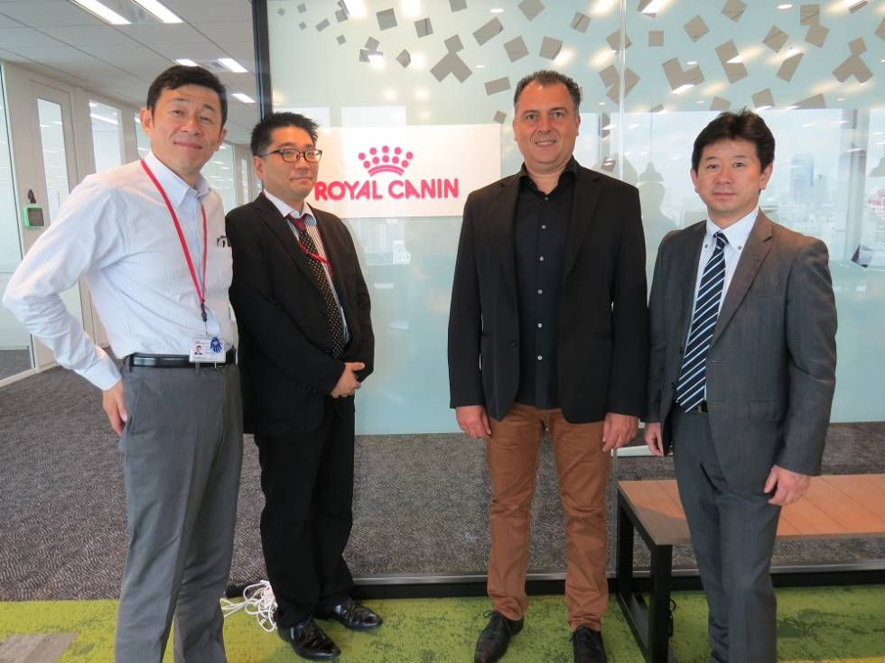 AVEC LE STAFF AU SIEGE DE ROYAL CANIN JAPON